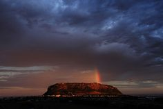 circular head | Like a small version of Uluru, about 1km acr… | Flickr