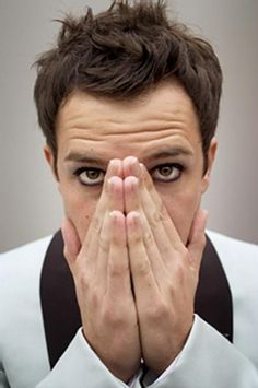 Brandon Flowers ... I have always been a sucker for a bit of eyeliner on a fine looking man!!!!