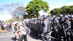 Clipe das Manifestações 2013 - É (Gonzaguinha)