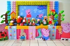 Decoração de Festa Peppa Pig 2015: Fotos e Dicas Pig Birthday, Frozen Birthday, 3rd Birthday Parties, Peppa E George, Aniversario Peppa Pig, Cumple Peppa Pig, Pig Party, Balloon Decorations, Toy Chest