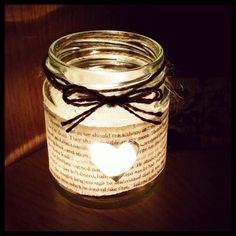 Fall wedding ideas using a decorated mason jar. This is a simple and easy DIY mason jar wedding decoration idea that you can do to decorate your wedding table.
