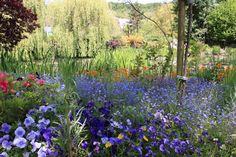 GIVERNY - TOUR GI. Visit the home and surrounding gardens of renowned artist Claude Monet considered the father of French Impressionism.