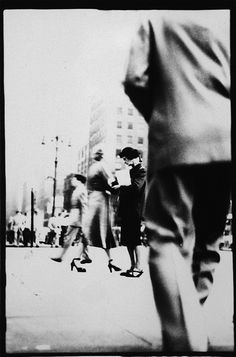 Photo by Saul Leiter Saul Leiter, Bw Photography, Street Photography, Timeless Photography, Creative Photography, Pittsburgh, Berenice Abbott, New York School, Ways Of Seeing