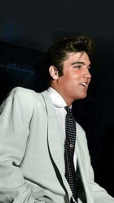 "( ☞ 2017 IN MEMORY OF ★ † ELVIS PRESLEY ★ 40 YEARS AGO (1977 - 2017) ★ Portland Oregon 1957. "" Rock & roll ♫ pop ♫ rockabilly ♫ country ♫ blues ♫ gospel ♫ rhythm & blues ♫ "" ) ★ † ♪♫♪♪ Elvis Aaron Presley - Tuesday, January 08, 1935 - 5' 11¾"" - Tupelo, Mississippi, USA. † Died; Tuesday, August 16, 1977 (aged of 42) Resting place Graceland, Memphis, Tennessee, USA. Cause of death: (cardiac arrhythmia)."