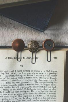 DIY: vintage button bookmarks