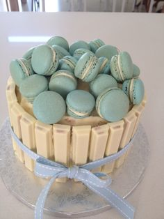 Red velvet cake, blue vanilla macaroons and white kit kat.that sounds yummy😱😍 Baby Cakes, Sweet Cakes, Cute Cakes, Cupcake Cakes, Bolo Macaron, Macaroon Cake, Macarons, Chocolate Lollies, Dessert