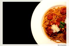 Paste cu pui si sos de rosii Spaghetti, Ethnic Recipes, Food, Essen, Meals, Yemek, Noodle, Eten