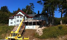 Placing structural frame, Pacific Maritime & Heritage Center, Newport, Oregon  26 Sept 2012, photo by Steve Wyatt