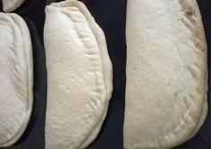 κύρια φωτογραφία συνταγής Ατομικές τυρόπιτες με ζύμη σαν κουρού Hot Dog Buns, Hot Dogs, Food, Essen, Meals, Yemek, Eten