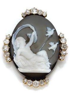 Antique Hardstone Cameo and Diamond Brooch. Gold, 20 diamonds ap. 1.60 cts.