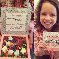 Convite com doces para daminhas! Dica do @quemcasaquerdicas #prontaparaosim #