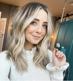 Zoe Sugg, Nail Jewelry, Zoella, Hair Inspo, Hair And Nails, Youtubers, Hair Color, Hair Beauty, Long Hair Styles