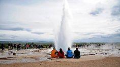 Gejzír Strokkur (v islandštině máselnice) se nachází v údolí Haukadalur a chrlí vroucí vodu v pravidelných intervalech až do výšky 20 metrů Niagara Falls, Waterfall, Nature, Travel, Outdoor, Outdoors, Naturaleza, Viajes, Waterfalls