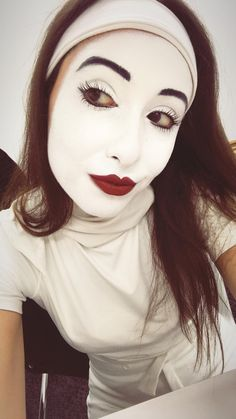 Mime Makeup, Skin Makeup, Halloween Face Makeup, Clown Images, Female Clown, Cute Clown, Send In The Clowns, Makeup For Brown Eyes, Makeup Ideas