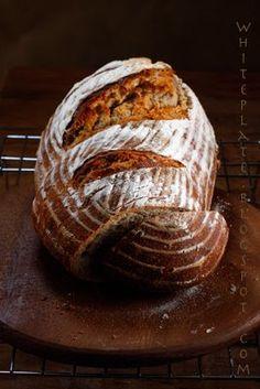 Międzynarodowy Dzień Chleba/World Bread Day 2009 – White Plate Pan Bread, Bread Baking, My Favorite Food, Favorite Recipes, Polish Recipes, Polish Food, White Plates, Food To Make, Food Photography