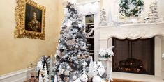 This year, do more than just dream of a white Christmas. Check out this guide for everything you need to know about how to flock a Christmas tree. Horseshoe Christmas Tree, Halloween Christmas Tree, Best Christmas Tree Decorations, Flocked Christmas Trees, Christmas Tree Design, Christmas Tree Toppers, Holiday Decor, Christmas Ideas, Christmas Colour Schemes