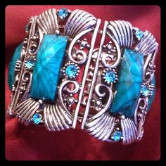 BEAUTIFUL Stretch Cuff Bracelet! Silver toned with blue-green crystals and manufactured faceted stones. Incredible piece! Jewelry Bracelets