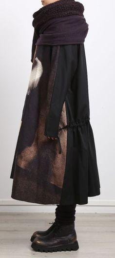 // NUUN | BERLIN // rundholz - Kleid Gabardine mit Bild black - Winter 2017 - stilecht - mode für… #NuunBerlin #AvantGardeWomen