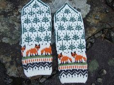 Ravelry: Project Gallery for Winter Foxes pattern by Natalia Moreva Fair Isle Knitting, Loom Knitting, Knitting Stitches, Knitting Socks, Hand Knitting, Knitting Patterns, Crochet Patterns, Knitted Mittens Pattern, Knit Mittens