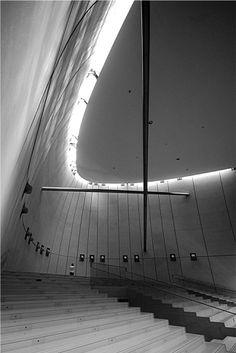 NARA CONVENTION HALL, Nara, JAPÓN. 1992. Arq.: ARATA ISOZAKI by XOSI RA