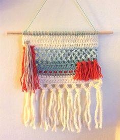 Crochet Wall Art, Crochet Wall Hangings, Crochet Diy, Yarn Wall Hanging, Crochet Home Decor, Crochet Round, Diy Sewing Projects, Crochet Projects, Mochila Crochet