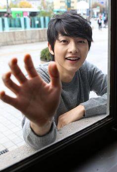 song joong ki omo like a little kitten needing to be let in Song Joong, Song Hye Kyo, Daejeon, Korean Celebrities, Korean Actors, Korean Dramas, Descendants, Soon Joong Ki, Sungkyunkwan Scandal