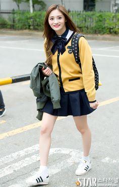 11 K-Pop Idols Graduating High School This Week 2017 Taeyeon Fashion, Girl Fashion, Sopa School, Ioi Nayoung, New Girl Style, High School Fashion, Girl Korea, Ulzzang Girl, School Uniform