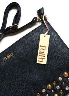 Kup mój przedmiot na #vintedpl http://www.vinted.pl/damskie-torby/torby-na-ramie/13128621-sliczna-czarna-torebka-faith