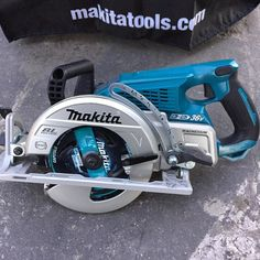 Makita brushless 36 volt rear handle circular saw 558 cuts in 2x4 cuts 3x in single pass, 0-53 degree bevel, magnesium base, electric brake, tether notch- I used this a few times and it's smooth cutting, feels powerful #makita #circularsaw #concordcarpenter