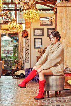 #poramaisb As queridinhas botas Ugg ganharam sua versão brasileira. Com o cano feito em tricô e o pé em camurça, elas garantem versatilidade na produção