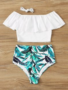 To find out about the Flounce Bardot Top With Random Leaf Print Bikini at SHEIN, part of our latest Bikinis ready to shop online today! Summer Bathing Suits, Girls Bathing Suits, Sport Bikini Set, Floral Tankini, Tankini Top, Floral Bikini Set, Floral Romper, Swimsuit Tops, Bikini Swimsuit