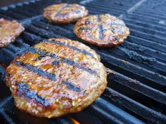 Step 6: After 3 minutes, reduce your heat to medium-low and flip your patties. Close the lid again.