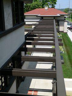 Westcott House pergola and walkway viewed from east sleeping porch - Frank lloyd Wright