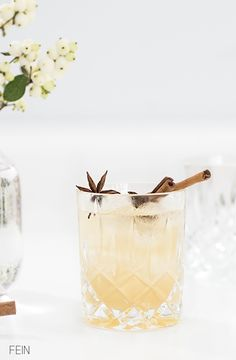 A gin & tonic with nutmeg, cinnamon stick and orange slices. Sounds good!