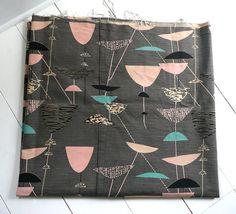 haven't seen this colourway before. Lucienne Day. Calyx i think.