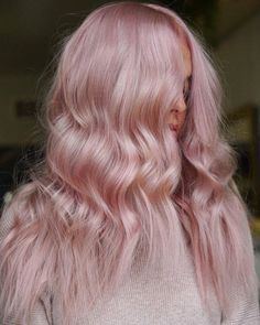 The most eye-catching hair color today is rose blonde, of head-turning rate.Pink mixed with light red, makes you cute and sexy, too perfect. Pink Blonde Hair, Pink Hair Dye, Pastel Pink Hair, Hair Color Pink, Hair Dye Colors, Dye My Hair, Cool Hair Color, Dusty Pink Hair, Rose Blonde