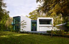 The Days knocked down a dilapidated bungalow to construct this stunning contemporary home. Find out more about the build here: http://www.self-build.co.uk/glass-wall-home