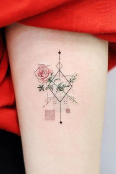 Feed Your Ink Addiction With 50 Of The Most Beautiful Rose Tattoo Designs For Men And Women - geometric rose tattoo © tattoo artist tattooist_dal 💟🌹💟🌹💟🌹💟 - Blue Rose Tattoos, Rose Tattoos For Men, Tattoos For Guys, Tattoos For Women, Flower Tattoos, Geometric Compass, Geometric Rose Tattoo, Time Tattoos, Sleeve Tattoos