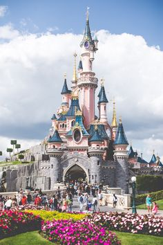 Ideas For Wallpaper Disney Castle Disneyland Paris Disney Parks, Mundo Walt Disney, Walt Disney World, Disney Pixar, Disney Land, Walt Disney Paris, Disney Cruise, Disney Mickey, Disneyland Paris Tips