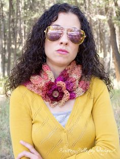 Today, I've got a simple cowl pattern for you, that uses only 1 skein (about 140 yards) of yarn, and can be made in an evening! It's easy, but so cute!
