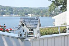 Birdhouse at the lake