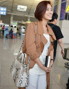 Miss Korea and actress Seong Ryeong Kim (김성령), her airport outfit.