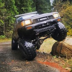 "Just a little #flexfriday from @89_xcab_yota who's got our RuffStuff 63 flip kit , diff cover, shock tabs , leaf perches, gussets and more!! He says ""I try to buy all my parts from you guys because they are reliable."" Thank you so much for using our parts and making them look good while doing it!! #flexy #toyotaflex #friday #offroad #yota #toyotaporn #flexual #offroad #diffcover #ruffstuffornostuff #fabrication #tabs #shackflip #ruffstuff #weekend #toyotatime"