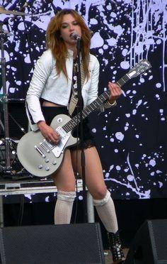 Lzzy Hale ✾ of Halestorm Lzzy Hale, Heavy Metal Girl, Heavy Metal Bands, Hevi Metal, Guitar Girl, Halestorm, Female Guitarist, Female Singers, Women Of Rock