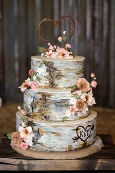 Custom Cakes By Stef: Birch Wood cake - Wedding in a Barn Birch Wedding Cakes, Western Wedding Cakes, 3 Tier Wedding Cakes, Country Wedding Cakes, Amazing Wedding Cakes, Wedding Cake Rustic, Wedding Cake Designs, Romantic Wedding Cakes, Western Wedding Ideas