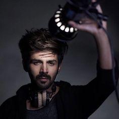 Karthik Aryan - Versatile actor in Bollywood Bollywood Images, Bollywood Couples, Bollywood Stars, Bollywood Fashion, Indian Celebrities, Bollywood Celebrities, Bollywood Actress, Cute Actors, Handsome Actors