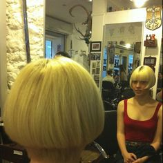 Now I want to cut my hair! Short Wedge Hairstyles, Stacked Bob Hairstyles, Classic Hairstyles, Bob Haircuts, Cut Hairstyles, Medium Short Hair, Short Hair Cuts, Medium Hair Styles, Short Hair Styles