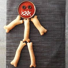 Transform ready-to-bake breadsticks into bones for this appetizing skeleton. They're so simple it's scary! http://www.bhg.com/halloween/recipes/halloween-treats-kids-can-make/?socsrc=bhgpin102814breadstickskeleton&page=24