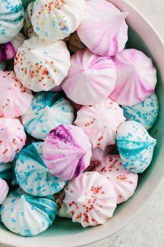 Harness the egg-replacing power of aquafaba (aka chickpea water) to whip up easy vegan meringue cookies. Vegan Meringue, Meringue Cookie Recipe, Holiday Cookie Recipes, Holiday Cookies, Holiday Baking, Vegan Protein Bars, Vegan Dessert Recipes, Vegetarian Recipes, Baking Recipes