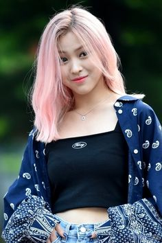 her pink hair is so pretty Cute Korean Girl, Asian Girl, Pink Girl, My Girl, Rapper, Wild Hair, K Idols, Girl Crushes, Kpop Girls